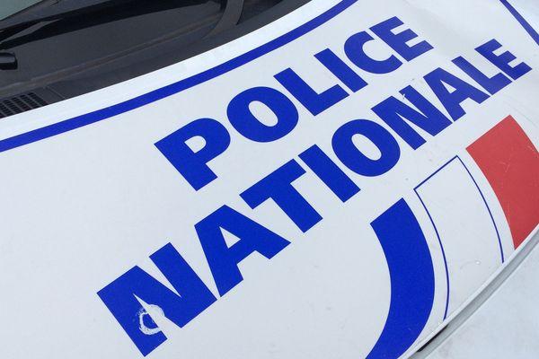 Six personnes sont en garde à vue après plusieurs départs d'incendie, dans le cadre d'une manifestation de gilets jaunes à Cournon d'Auvergne, près de Clermont-Ferrand