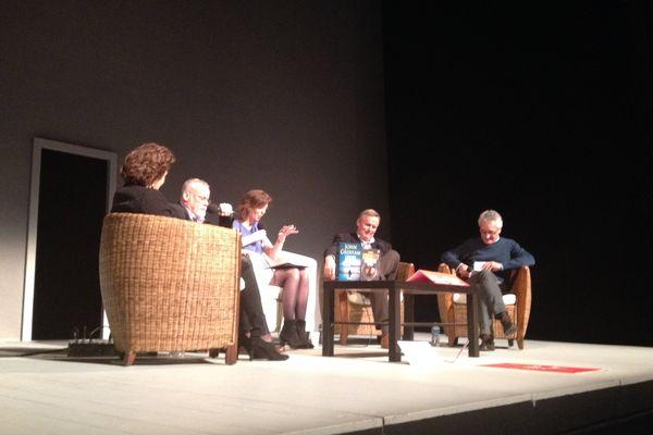 John Grisham et Michaël Connelly sur la scène du théâtre des Célestins