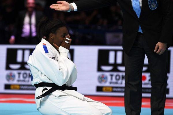 Madeleine Malonga obtient son premier titre mondial de judo dans sa catégorie des -78 kg.