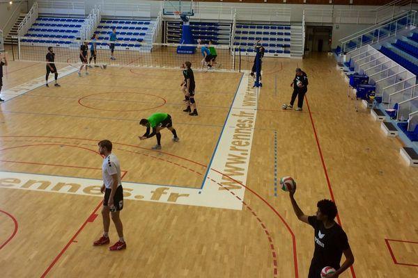 Le Rennes Volley 35 à l'entraînement