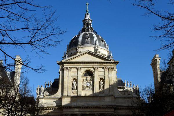 """Pour accueillir l'hommage national, l'Elysée a choisi la Sorbonne, """"monument symbolique de l'esprit des Lumières et du rayonnement culturel, littéraire et éducatif de la France""""."""