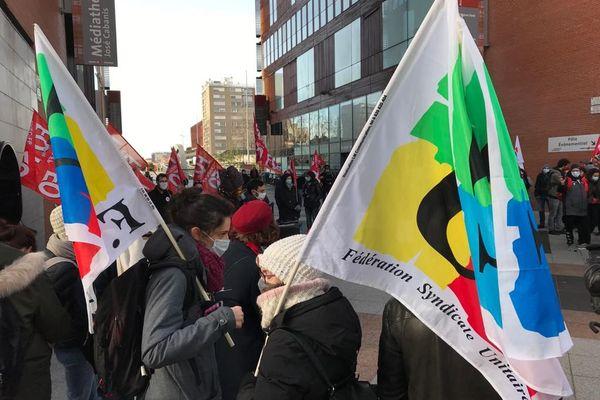 Colère des personnels enseignants en grève, réunis ce mardi 26 janvier 2021 sous l'Arche Marengo à Toulouse