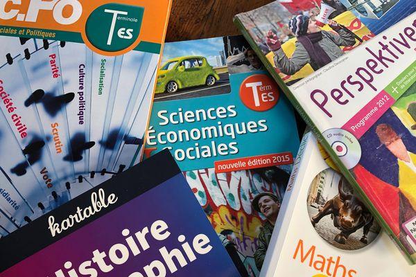Le budget livre est lourd. La région prend en charge dès septembre 2019 l'achat des manuels pour les lycéens.