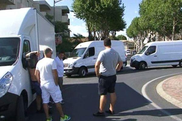 Mauguio (Hérault) - les gens du voyage tentent de bloquer la commune - 21 juillet 2014.