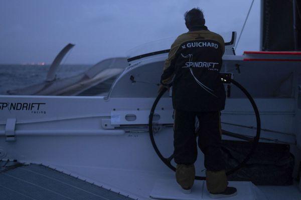 Yann Guichard, le skipper de Spindrift 2 à la barre