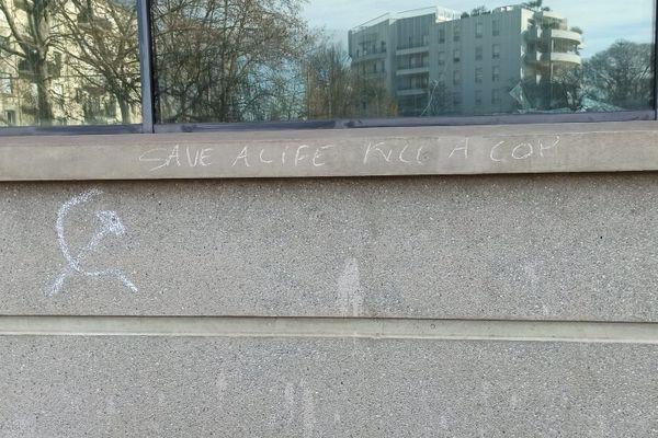 Des tags appelant à tuer des policiers sur les murs du commissariat de Montpellier