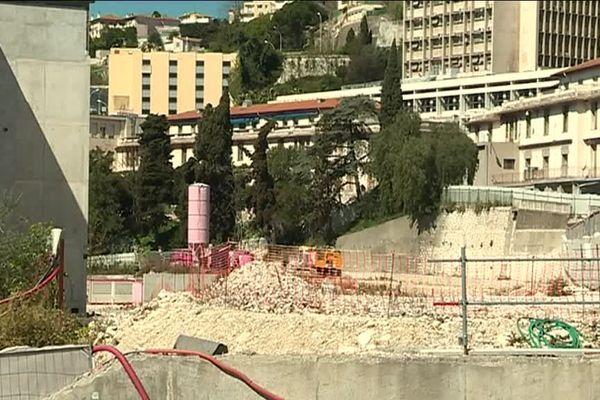 Le chantier de Pasteur 2 a été arrêté en raison de problèmes géotechniques.