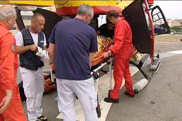 Evacuation médicalisée sur la DZ de l'hôpital de Bastia par le Samu de la Haute-Corse et l'hélicoptère de la Sécurité civile, Dragon 2A