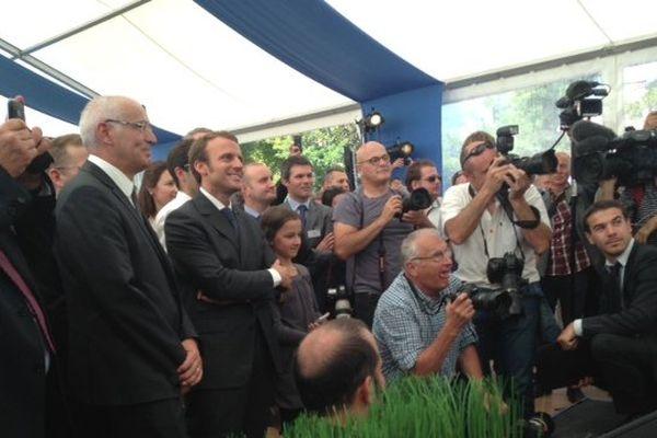 Emmanuel Macron a rendu un hommage appuyé à son prédécesseur