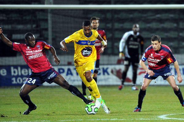 Vendredi 8 mars 2013, 28ème journée de Ligue 2, le Clermont Foot s'incline à domicile contre Arles-Avigno, 4 buts à 2.