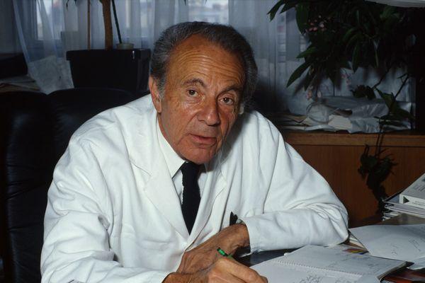 Le professeur François Jacob en 1989.
