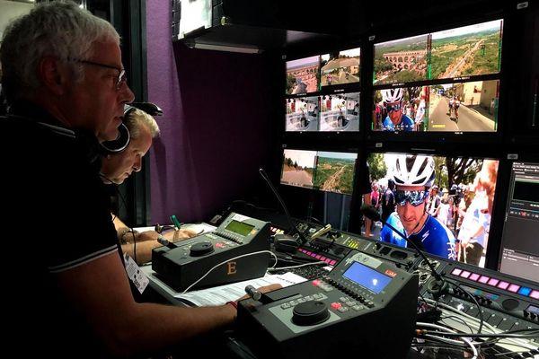 Des interprètes de conférence travaillent sur le Tour de France. Ils traduisent en direct les interviewes des coureurs étrangers.