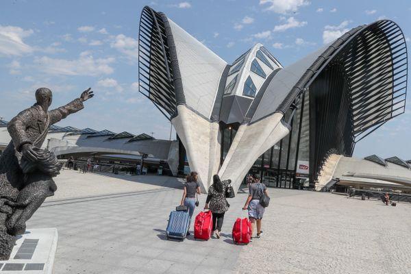 Les gares de Lyon Saint-Exupéry et Chamonix Mont-Blanc (Haute-Savoie) sont dans la compétition 2020 de la plus belle gare de France.