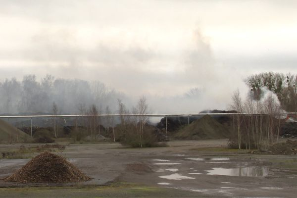A Chauny, un important stockage de végétaux de la société les Haras d'Estrées a pris feu fin janvier.