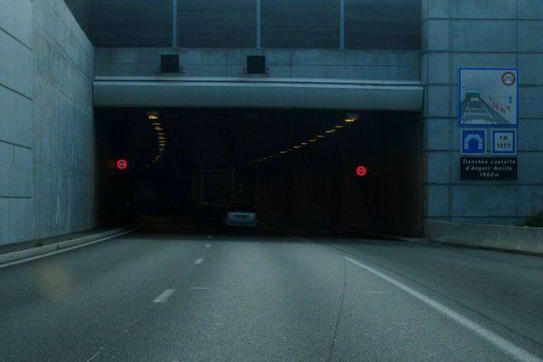 Le tunnel Angers-Avrillé fermé après l'accident d'un poids lourd dans le sens Angers-Nantes