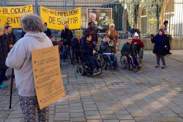La manifestation des associations d'handicapés ce matin à Angers.