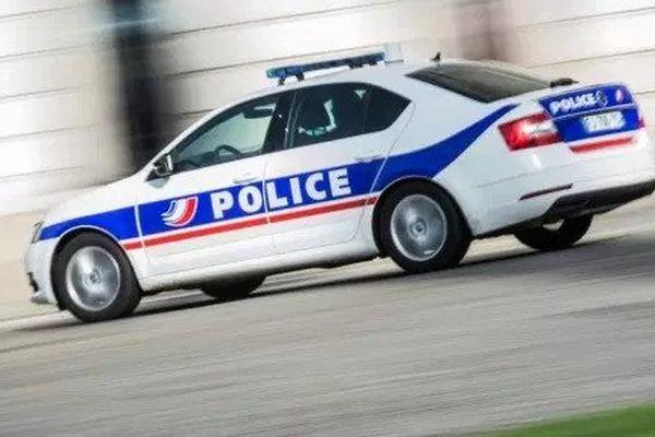 Une voiture de police. Image d'illustration. (LOIC VENANCE / AFP)