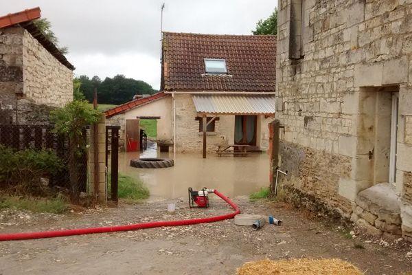 A Colombiers, dans la Vienne, la maison de Jérémy Martin a été inondée pour la quatrième fois en deux ans.