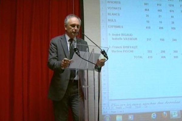 Franck Briffaut au moment de l'annonce des résultats du second tour des élections départementales sur le canton de Villers-Cotterêts dans l'Aisne.