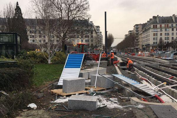 Ce 7 janvier, il faut réparer les dégâts sur le chantier du tram à Caen