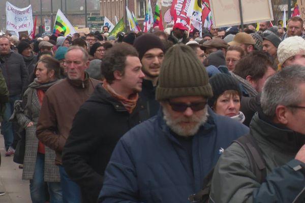La manifestation amiénoise a réuni ce jeudi 5 décembre de 6500 (préfecture) à 8000 personnes (syndicats).