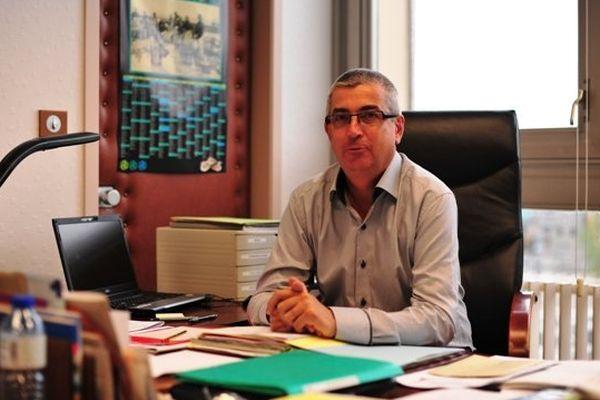 Jean-Luc Le Drenn, maire d'Indre en Loire-Atlantique, il a en 2009 fait le choix avec les habitants d'intégrer les familles Roms