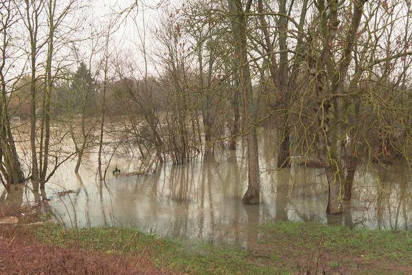 Le Grand Morin a débordé faisant des inondations à Esbly en Seine-et-Marne.