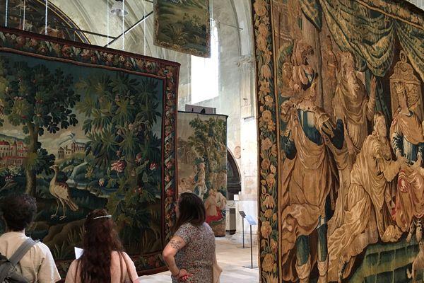 27 tapisseries issues des collections de la Cité Internationale de la tapisserie d'Aubusson sont à découvrir à la Chapelle-St-Louis à Poitiers.