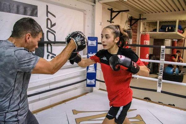 Alicia s'entraîne deux heures chaque jour au sein de son club, situé à Nice.