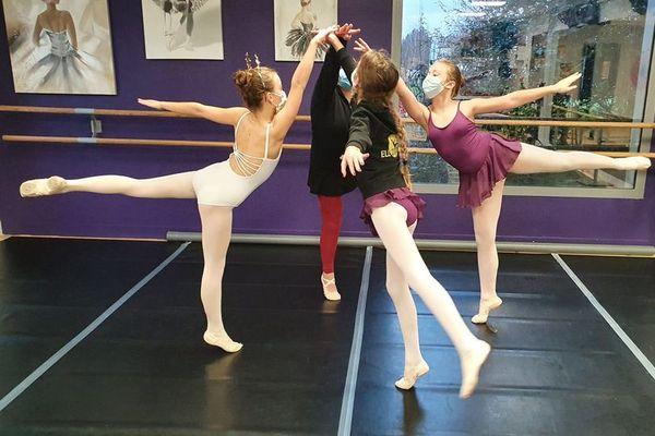 """Souvenirs de cours """"en présentiel"""" à l'école Ell'Zi-Danse de Saintes"""