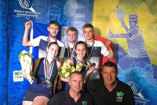 Hugo et Axel Cadet (au fond à droite) faisaient partie de l'équipe de France lors des championnats du monde de speed-ball