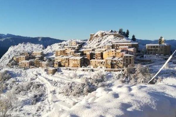 Il y a 15 mois, Ascros village de 160 habitants des Alpes-Maritimes a failli perdre son école. Photo prise le 6 décembre 2020.
