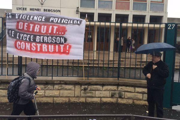 Le lycée Henri-Bergson, dans le 19ème arrondissement de Paris, fermé, le 31 mars 2016.