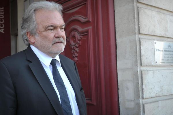 Henri Legarda à la sortie du Tribunal Administratif de Nantes, le 22 août 2013
