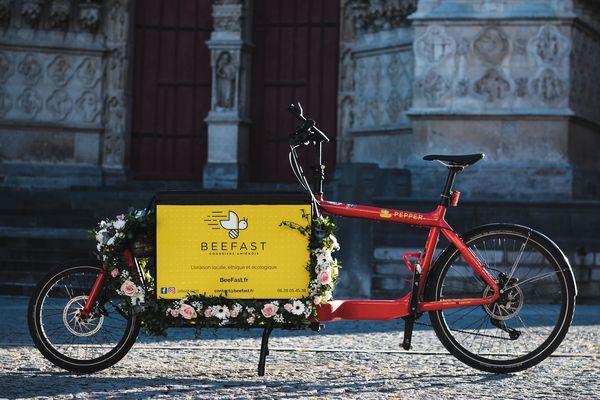 Beefast a investi dans deux vélos cargo pour transporter les colis volumineux