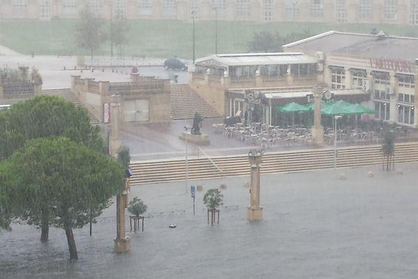 Inondations à Montpellier devant l'hôtel de Région 29 septembre 2014