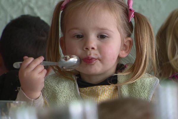 """A Clans, les enfants vont au restaurant chaque midi : """"et c'est mieux que le fast-food !"""""""