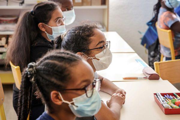 Les écoliers de Seine-et-Marne doivent-ils enlever le masque en classe ? (Illustration)