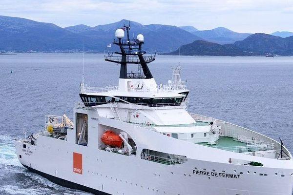 Le navire Pierre de Fermat, est conçu pour prendre en charge les opérations de pose et de réparation de tous types de câbles, câbles sous-marins de télécommunications ou de câbles d'énergie.