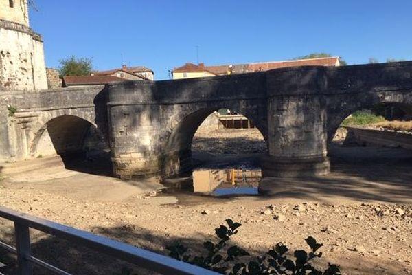 En Charente, la Tardoire est complètement à sec dans le secteur de la Rochefoucauld.