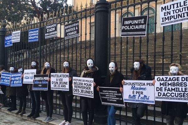 Rassemblement de soutien à Julien Muselli et Adrien Matarise le 25 janvier 2017 au tribunal de Bastia.