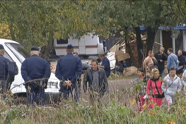 Expulsion de Roms d'un terrain vague de Mérignac ce 3 novembre 2015