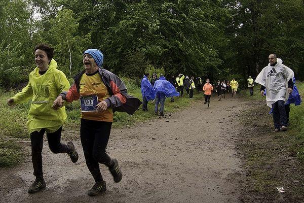 """Club """"Les Godasses Ambazacoises"""" en pleine action lors du 10 km de la course """"Les gendarmes et les voleurs de temps"""""""