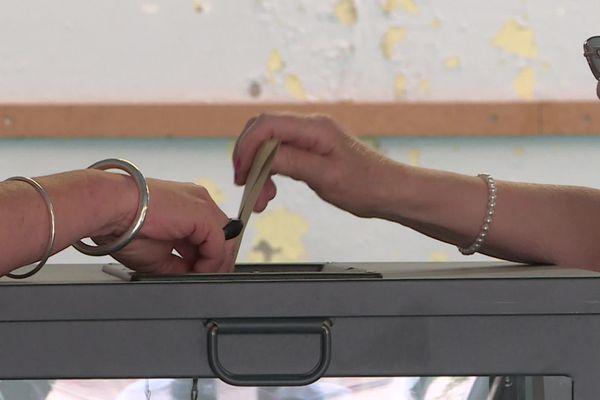 Bureau de vote à Amiens lors du 1er tour des élections régionales et départementales 2021.