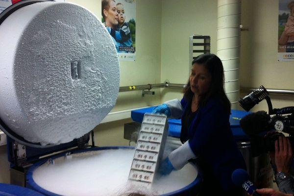 Le centre de stockage de l'ADN de 83000 familles porteuses d une maladie génétique .