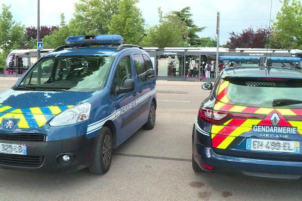Une fois par mois, les gendarmes de la compagnie de Côte-d'Or mènent des contrôles aléatoires dans les tramways de Dijon Métropole.