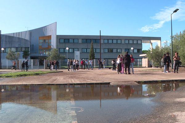 Devant la cité scolaire du Fium'Orbu, tout est revenu à la normale, ou presque.