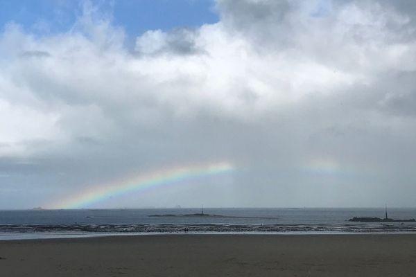 Arc en ciel sur la plage de l'écluse à Dinard