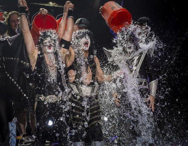 Il y a 2 jours, le groupe kiss à relever le défi, à l'issu d'un concert