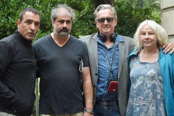 Jean Dujardin, Gustave Kerven, Benoît Delépine et Yolande Moreau sur le tournage